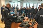 Studenti středních škol z Přerovska se mohli minulý týden seznámit s prací policistů. Projektový den přilákal sto padesát studentů z osmi škol.