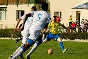Fotbalisté Kozlovic proti MFK Havířov (2:0). Petr Nekuda střílí gól na 1:0.