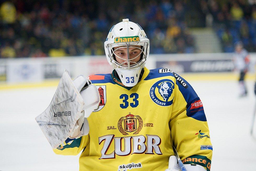 Hokejisté Přerova (ve žlutém) proti Vsetínu. Lukáš Klimeš