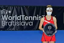 Linda Nosková po zisku prvního titulu v Bratislavě.