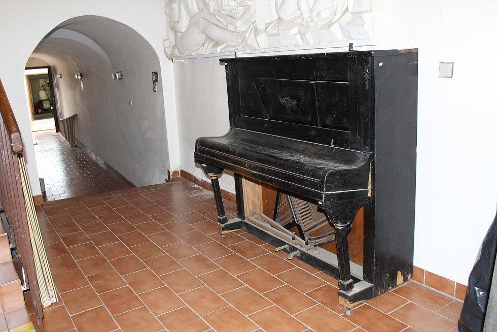 Sbírkové předměty Muzea Komenského v Přerově se stěhují do nového depozitáře na nábřeží Edvarda Beneše.