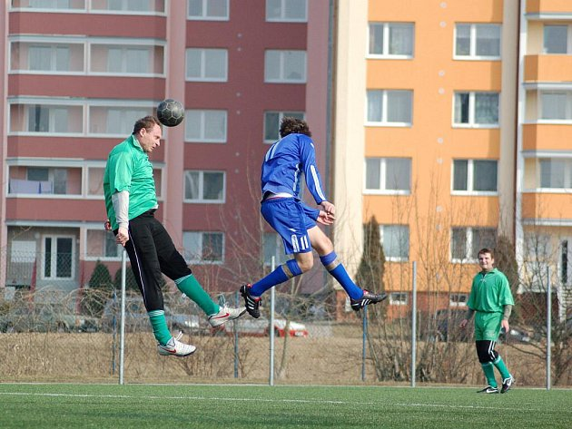 Starší dorost 1. FC Přerov (v modrém)