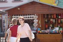 V centru Přerova probíhaly v pátek náročné přípravy na velkolepé Svatovavřinecké hody, kterými o víkendu ožije celé město