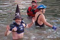 Silvestrovské plavání v Bečvě. Ilustrační foto