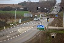 Nové semafory na příjezdu do Přerova na křížení sjezdu z nového úseku dálnice D1 a silnice I/55 Olomouc - Přerov
