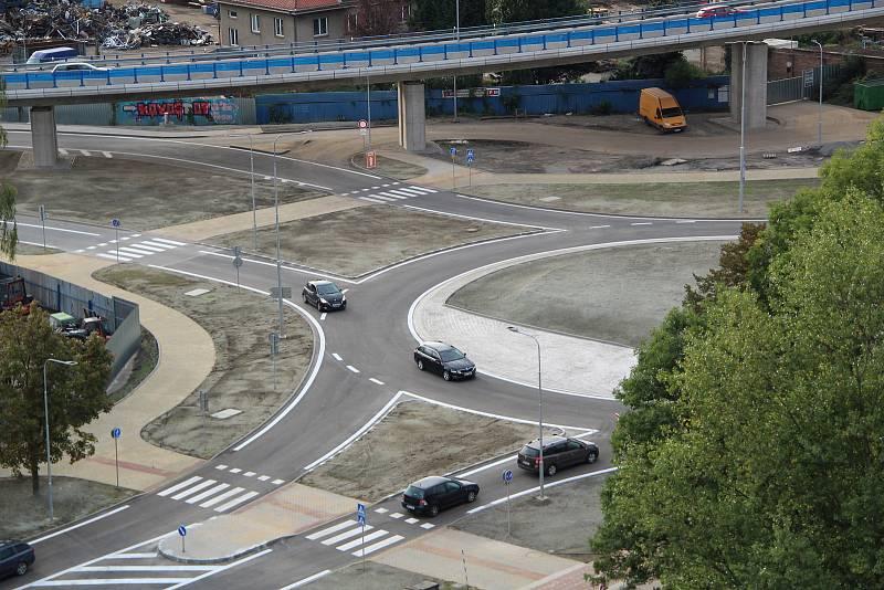 Mimoúrovňové křížení v Předmostí s novou okružní křižovatkou u Lidlu. Auta po ní začala proudit v úterý 21. září v odpoledních hodinách.