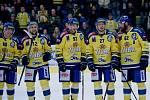Hokejisté Přerova (ve žlutém) proti Vsetínu.