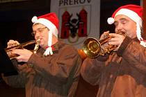 O zahájení tradičního programu Vánoční hvězdičky na náměstí T. G. M. v Přerově se postarali přerovští Trubači a kapela Šediváci.