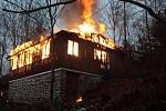 hasiči z pěti jednotek likvidovali požár ve Lhotce u Přerova