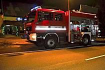 Hasiči zasahují u požáru hospody v Oseku nad Bečvou