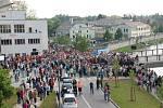 Slavnostní otevření Tyršova mostu zahájil průlet vrtulníků a po projevech řečníků se přes nové přemostění vydal průvod Sokolů, mažoretek a účastníků v dobových kostýmech.