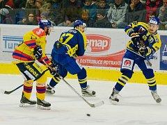Hokejisté Přerova (v modrém) proti Českým Budějovicím. Zápasem odstartovali Movember 2016.