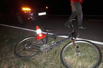 Srážka citroenu s cyklistou na silnici z Radslavic do Kozlovic