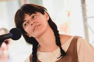 Dlouholetá organizátorka řemeslného jarmarku s bohatým doprovodným programem na Horním náměstí Renata Tšponová je všestrannou osobností.