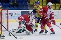 Hokejisté HC Zubr Přerov (ve žlutém) proti pražské Slavii. Ilustrační foto