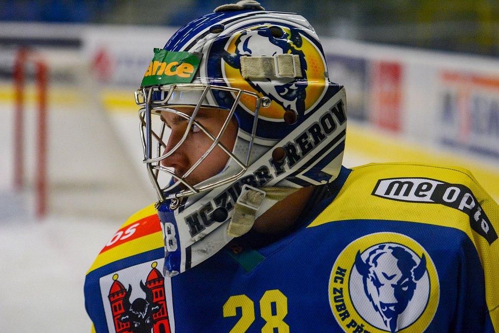 Hokejisté Přerova (v modrém) proti Kladnu. Martin Holík