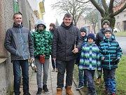 Starý hrnec, lžíci a teplé boty – to vše je nutná výbava chlapců z Dluhonic, kteří každoročně na Blažeje vyrážejí na blažejskou obchůzku.
