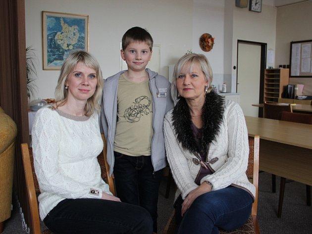 Zleva Kateřina Kalovská, Ondra a Danuše Petrášová