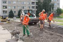 Stavba nových parkovacích míst v Předmostí