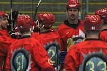 Extraligoví inline hokejisté Přerova (v červeném). Ilustrační foto