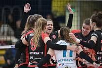 Ve čtvrtek volejbalistky TJ Ostravy vyhrály v Přerově 3:0, v sobotu porazily doma pražský Olymp 3:1.
