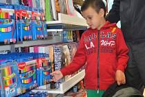 Nápor zažívají v těchto dnech papírnictví v Přerově. Rodiče nakupují školní pomůcky pro své ratolesti, kterým tento týden končí prázdniny.