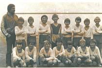 9. sportovní třída v letech 1984-1988. Trenéři V. Přikryl, K. Polánský, F. Blaťák, třídní učitel P. Vojáček.