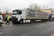 Přerovští strážníci v Kozlovicích odchytávají řidiče kamionů, kteří si tudy kvůli uzavírce Polní ulice krátí cestu