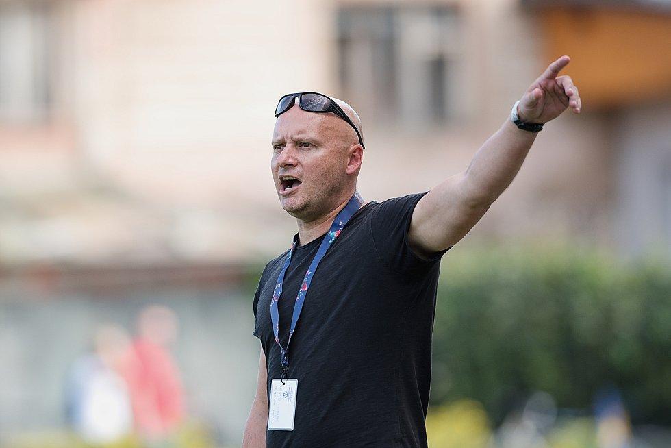 Fotbalisté Kozlovic (ve žlutém) doma porazili Bzenec 2:0. Vlastimil Chytrý