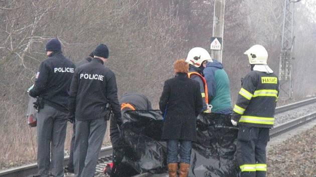 Kriminalisty zaměstnala na celé sobotní dopoledne tragická událost na trati mezi Drahotušemi a Hranicemi, jejíž obětí byl s největší pravděpodobností sebevrah.