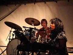 Na minifestivalu Hudební noc, který se odehrál v pátek na středověkém hradě Helfštýn, vystoupila také americká zpěvačka Joyce Hurley, kterou doprovodili členové ostravské skupiny Pakostra.