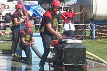 Čtyřiatřicet týmů dobrovolných hasičů přijelo v neděli závodit do Radkovy Lhoty. Konala se zde soutěž v požárním útoku.