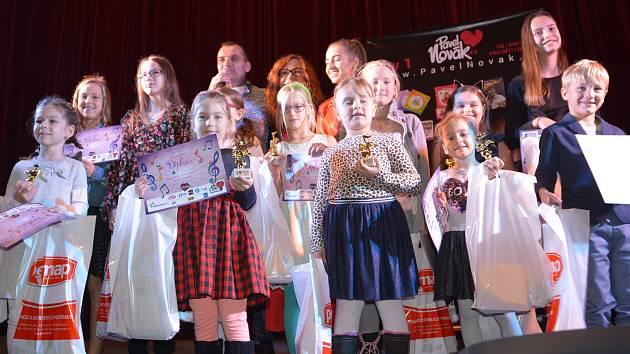 Oblíbená pěvecká soutěž Budeme si zpívat, kterou pořádá pro děti zpěvák Pavel Novák v přerovském kině Hvězda.