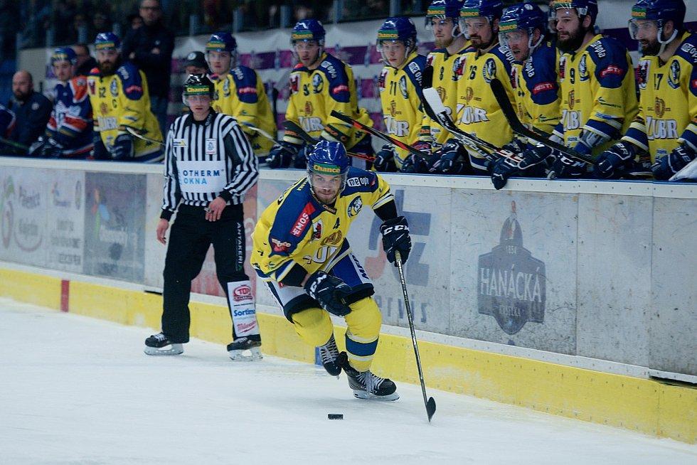 Hokejisté Přerova (ve žlutém) doma porazili Litoměřice 3:1. Martin Bodák