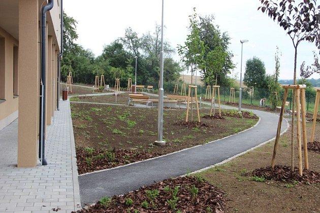 Nové pokoje, jídelna, zahrada izařízení jsou kdispozici od července 2014klientům domova vRadkově Lhotě