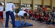 Olympijská hlídka v čele s Vavřincem Hradilkem navštívila v pondělí 19. května základní školu v Soběchlebech