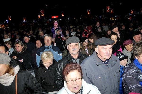 9. prosince 2015.Česko zpívá koledy na náměstí TGM vPřerově