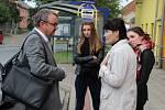 Emotivní debaty o trase D1 přes Dluhonice se v pátek účastnil i ministr dopravy Dan Ťok.