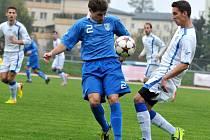 Fotbalisté Viktorie Přerov (v bílém) proti Havířovu