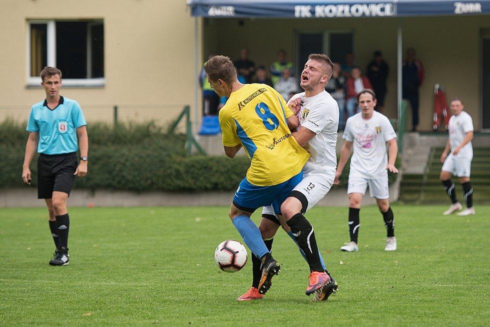 Fotbalisté Kozlovic (ve žlutém) proti Strání.