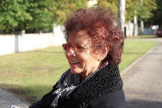 Ostatky žen a dětí, obětí krvavého masakru na Švédských šancí, byly vpátek 14.října převezeny ze hřbitova vOlomouci-Neředíně na přerovský hřbitov.