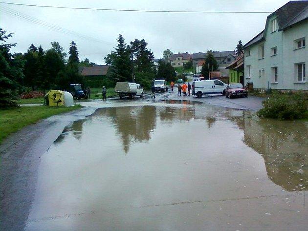 Zaplavené Prusy, část Beňova na Přerovsku - středa 2.6.2010 dopoledne