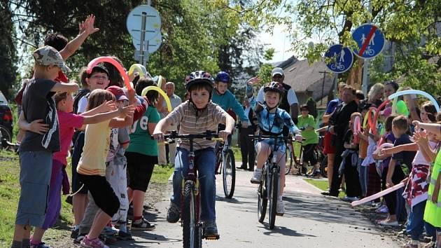 Slavnostní otevření nové cyklostezky z Radslavic do Grymova