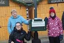 Vánoční sbírka do kasičky u vánočního stromu na Masarykově náměstí. Příspěvek tentokrát pomůže zapsanému ústavu Spolusetkávání Přerov, který se stará o postižené.
