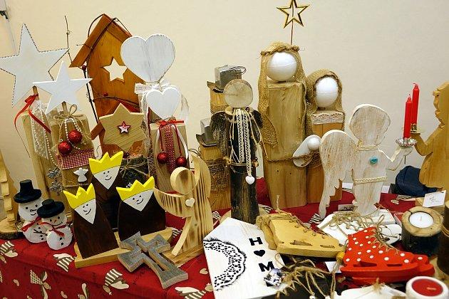 Vánoce na zámku v Tovačově přilákaly o víkendu desítky návštěvníků.