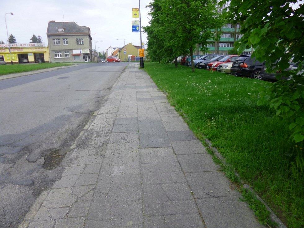 Zanedbané jsou i chodníky ve Ztracené ulici v Přerově, které čeká výměna.