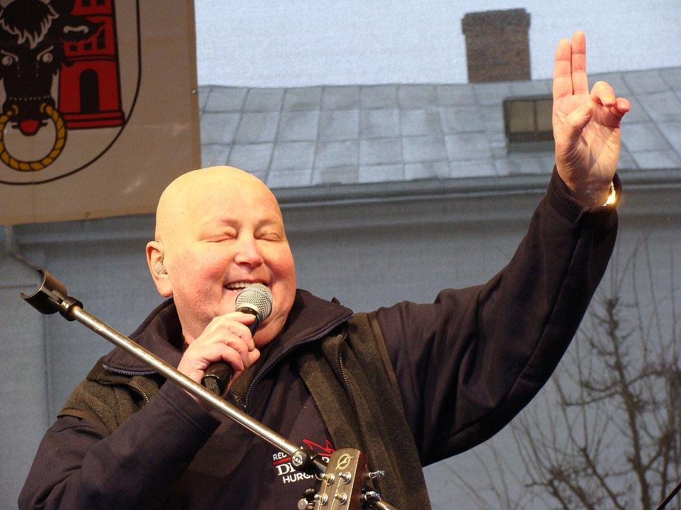 Poslední štědrodenní koncert Pavla Nováka na přerovském náměstí v roce 2008