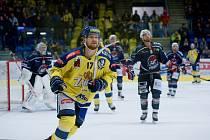 Hokejisté Přerova (ve žlutém) proti Pirátům Chomutov. Ilustrační foto