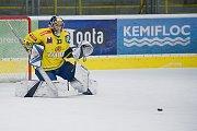 Hokejisté Přerova (ve žlutém) sestřelili Kadaň 8:2. Lukáš Klimeš. Foto: Deník/Jan Pořízek