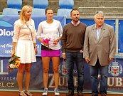 Finále Zubr Cupu 2017 v Přerově. Lenka Juríková (se žlutou sukní) proti Miriam Kolodziejové (s fialovou sukní).